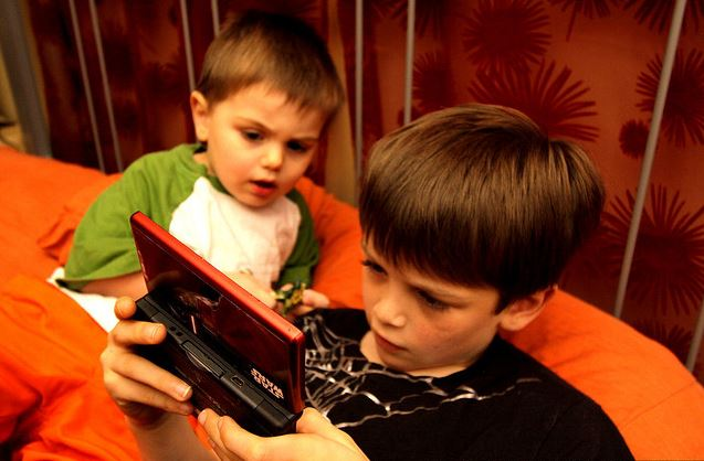 child effects essay game in video violence The positive and negative effects of video short-term effects of media violence on aggression in the the positive and negative effects of video game play.