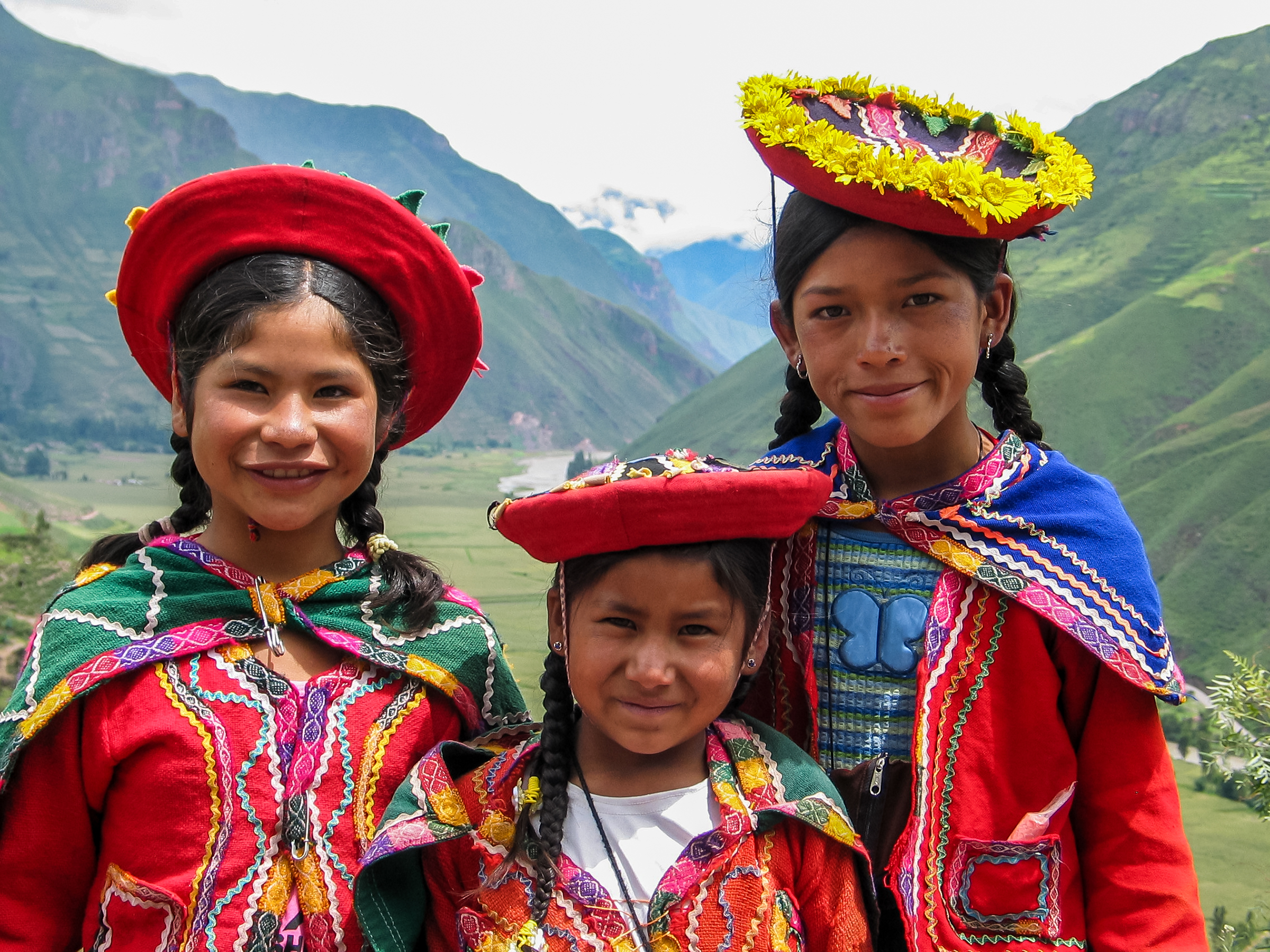 an analysis of the native inhabitants lives in chile Chile's population is estimated to have grown in 2018 to 1820 million  at the  2002 census, it was confirmed that there were 15,116,435 people living in south   while 25% answered mestizo and 8% answered indigenous.