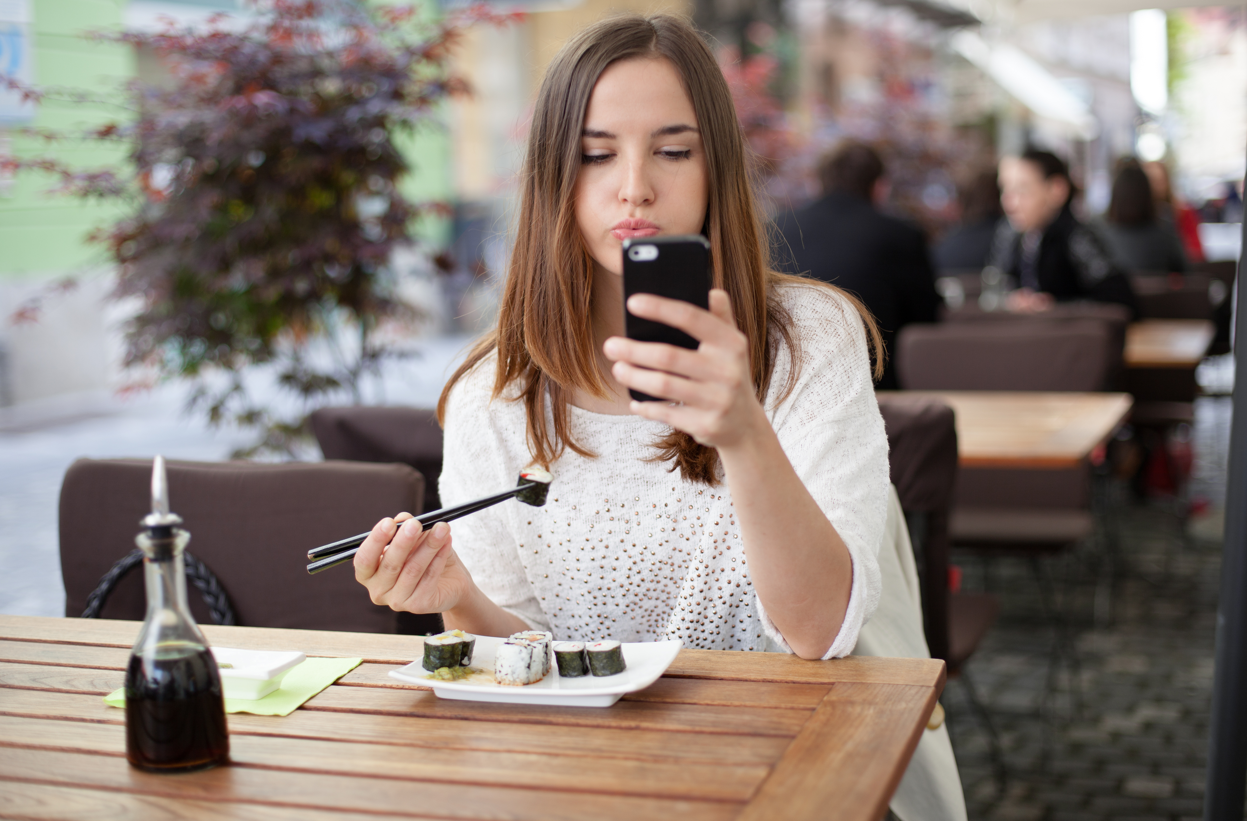 'Distracted Eating' In Front Of Your TV Or Your Phone ...