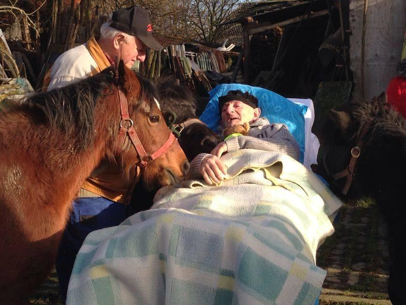 Terminally-ill man gets to say goodbye to ponies back in his farm