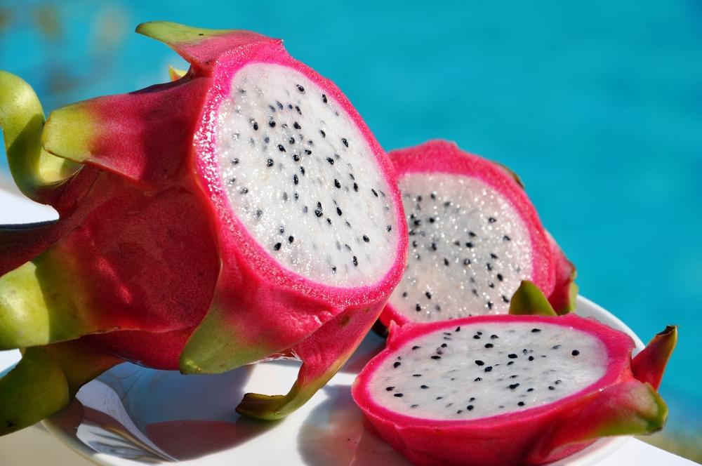 http://images.medicaldaily.com/sites/medicaldaily.com/files/styles/full_breakpoints_theme_medicaldaily_desktop_1x/public/2015/07/02/dragon-fruit-shelf.jpg?itok=I_4tRyO7