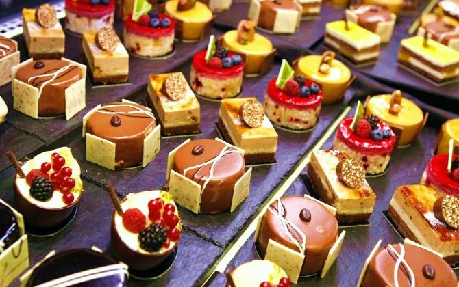 Miniature cakes are displayed at Alimentaria trade show in Barcelona March 13, 2008. Food and drink manufacturers and distributors from around the world are showing their products at Alimentaria until March 14.