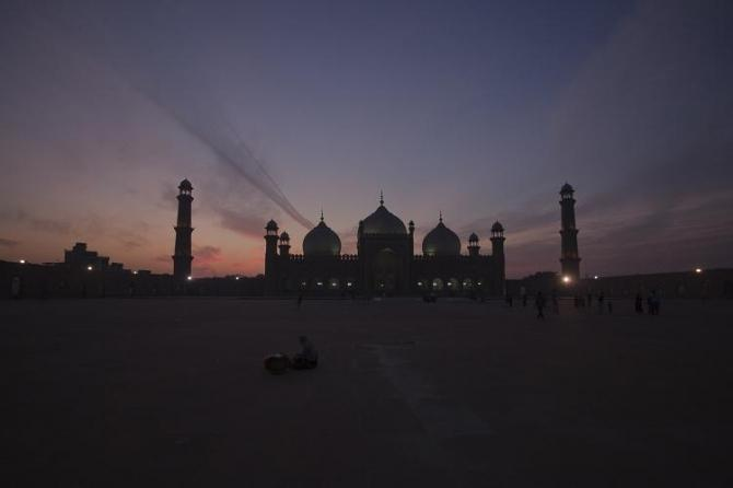 Lahore's Badshahi mosque is seen at sunset December 17, 2011.