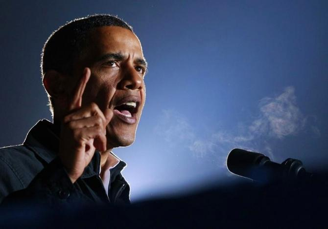 U.S. President Barack Obama speaks during his final campaign rally before the U.S. presidential election in Manassas, Virginia November 3, 2008.