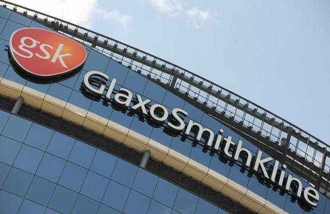 GlaxoSmithKline company headquarters in west London, FDA panel supported to expand FDA approval of its Votrient cancer drug for sarcoma on Tuesday.