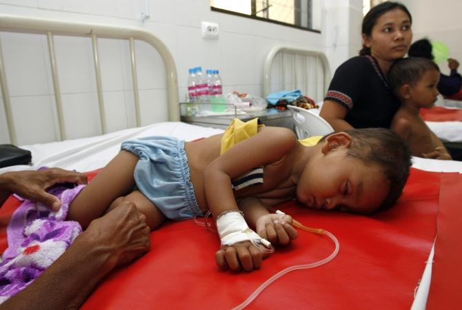 A child suffering from Dengue fever lies on a bed at Kantha Bopha hospital Phnom Penh in this June 18, 2007 file photo.