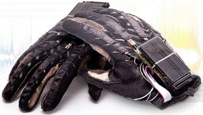 A group of Ukrainian students have created a glove that can convert the movements made in sign language into speech.