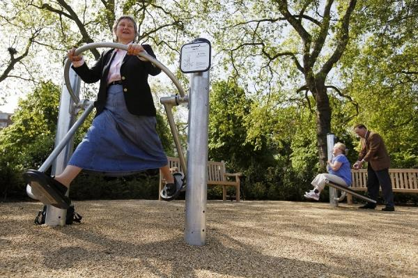 Elderly people exercise