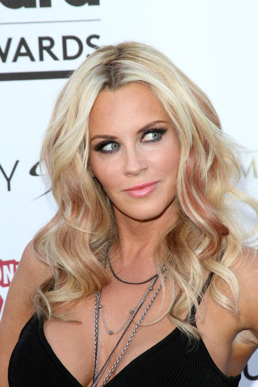 Jenny McCarthy Defends Anti-Vax Views