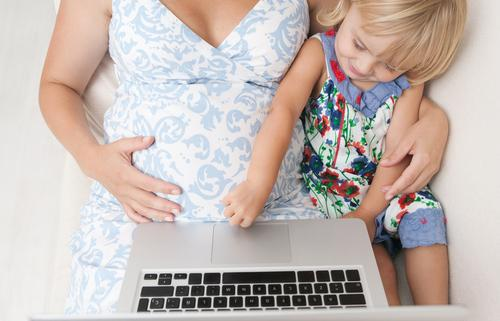 Tech-Savvy Mothers Rely On Internet Moms For Advice