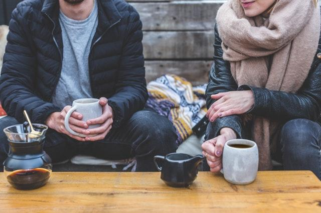 Man and woman drinking coffee