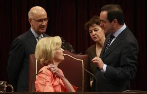 Spain's Parliament Chairman Jose Bono (R) talks to Australia's Governor General Quentin Bryce (C) in front of Duran Lleida (L), parliamentary speaker of Catalonia's nationalist CiU party, and a translator during her visit at Spanish parliament in Madrid J