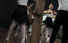 dance, girls perform during ballet class