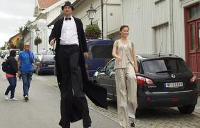 Man and women in stilts
