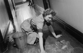 The_Unknown_Girl_Behind_the_Sea_Battle-_the_work_of_the_Women's_Royal_Naval_Service,_1942_D7279