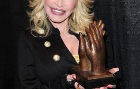 Dolly Parton accepting Liseberg ApplauseAward 2010