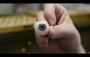 Hand-Painted Eyes: This Is How Artificial Eyes Are Made When You Lose One