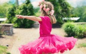 little-girl-twirling-773023_1920